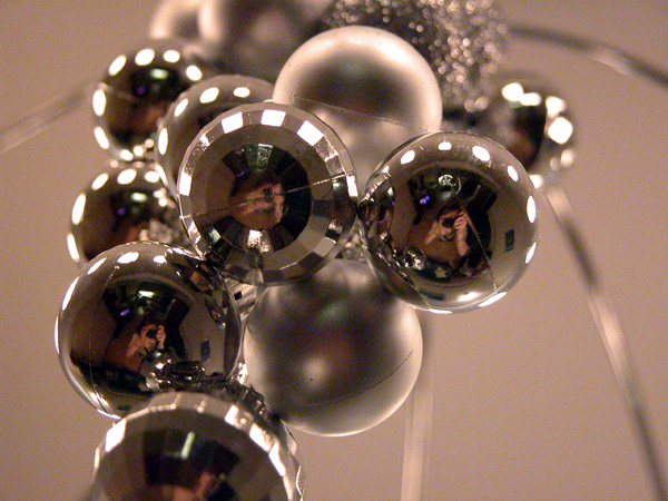 balls || christmas decorations | nikon coolpix 5700 | 1/60s | f3.5