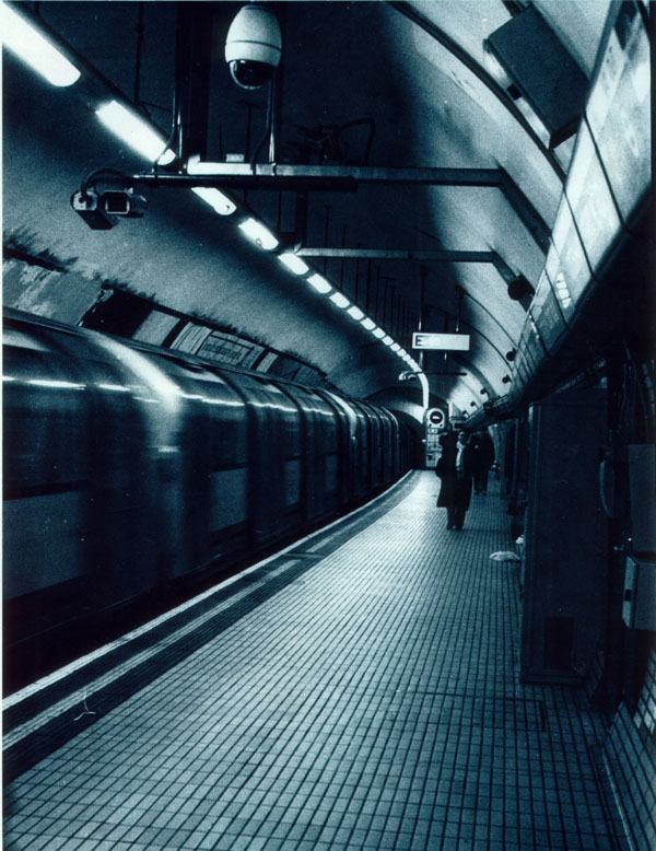 platform -- pentax mx - 50mm - ilford hp5 plus - ISO 400 - blue toner