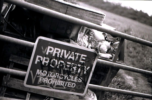 prohibitied -- pentax mx ilford hp5 plus - 28mm - ISO 400